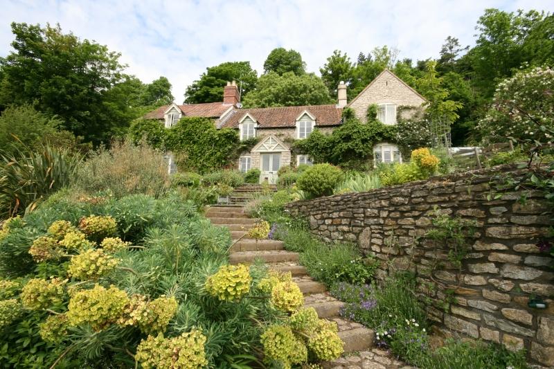 The gloucestershire garden jennifer gayler for Garden design gloucestershire